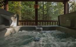 falls-cabin-hot-tub