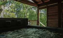 romantic-escape-hot-tub