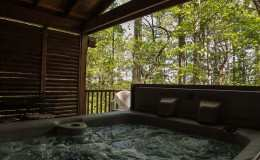 romantic-hot-tub-cabin2