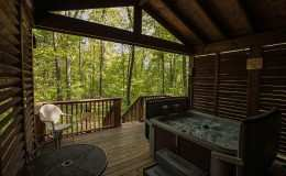 romantic-hot-tub-cabin3